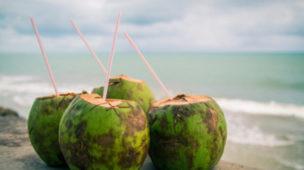 Benefícios da água de coco para a saúde