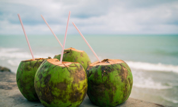 Água de coco faz bem para a saúde