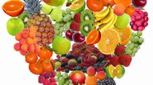 Várias frutas formato coração,