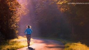 Mulher correndo jogging exercício para controlar obesidade