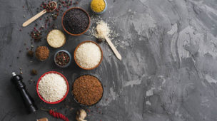 Benefícios arroz branco, vermelho, selvagem preto, cúrcuma, pimenta branca, preta, rosa